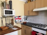 Bed available in 2 bed flat in Fawcett Rd Southsea available from 3rd January for short term let.