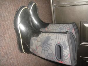 Boys rain boots size 3 - great condition
