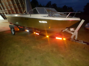 Boat trailer . Adjustable for a 17 foot to 20 foot boats