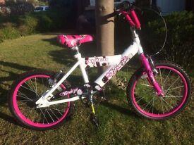 Girls White and pink Avigo Breeze bike - age 6+