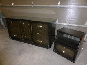 Mobilier pour chambre à coucher (bureau et table de chevet) Québec City Québec image 2