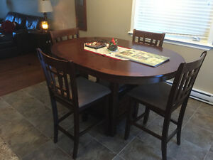 Beautiful dining table set - 4 chairs & leaf insert - pub style