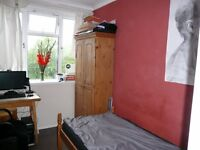 ** Lovely single room Council Tax INCLUDED close to Whitechapel & Stepney Green tube**