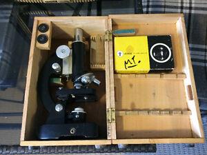 Vintage tasco deluxe high quality microscope in wooden  box Kingston Kingston Area image 1