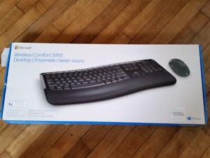 NEUF!! Ensemble clavier et souris SANS FIL Microsoft