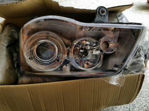 2011 Chrysler Town and Country HID Headlight Assembly