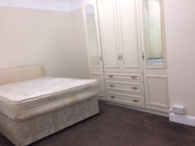 1 Very large Room & 1 Double Room to let in West London - Hounslow