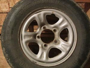 4 jantes 15¨ 5 trous pour tracker ou vitara pneus été finis
