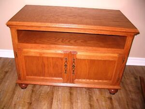 TV Stand /   Entertainment Center / Flat Screen Television Table