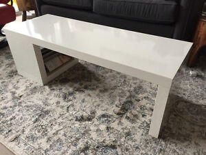 White glossy IKEA coffee table/bench
