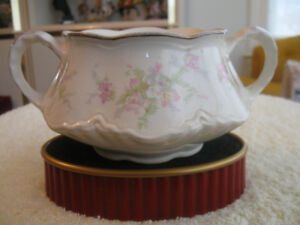 OLD HOMER LAUGHLIN DOUBLE-HANDLED CHINA SUGAR BOWL