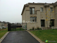 Townhouse in Brossard L section available April 1