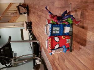 Caserne spider man avec bonhomme spider man