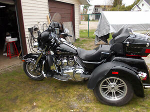 Harley  Tri-Glide Trike Reduced to $25000.00 with a safety!!!!