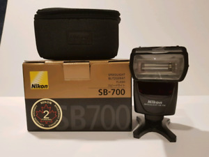 Nikon SB-700 Speedlight Camera Flash
