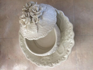 Decorative  bowl with base
