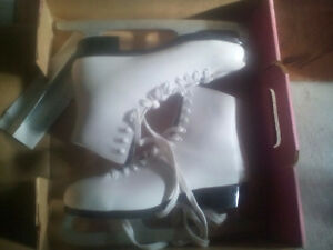 Ladies Size 8 almost new condition Laing skates