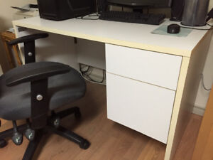 Bureau d'études avec chaise à roulettes à vendre rapidement