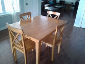 Table de cuisine 75$