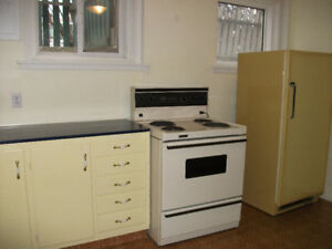 2 BEDROOM BASEMENT SUITE INCLUDES UTILITIES $925