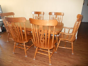 Beautifully Kept 8-Piece Maple Dining Room Suite
