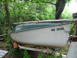 FOR SALE  SAIL BOAT AND TRAILER