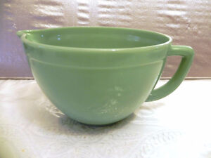 Anchor Hocking Jadeite Fire King 2000 Batter Bowl Pouring Spout
