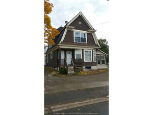 165 ST.GEORGE ST, WALKING DISTANCE TO DOWNTOWN!