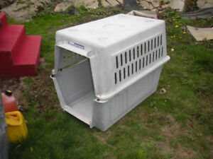 DOG HOUSE (PLASTIC)