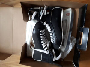 New Men's CCM SUPER TASK 452 - hockey skates