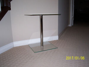 MODERN GLASS ACCENT TABLE