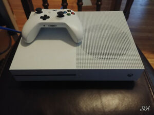 Xbox One S 500GB with 5 games!!!!!!!