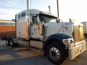 Highway tractor 2007 International 9900 well maintained
