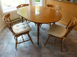 kitchen table with 1 leaf and 4 chairs