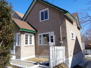 Newly renovated home Open House Sunday 2-4 April 22nd