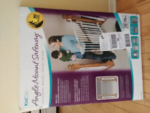 KidCo Angle Mount Safety Gate - Brand new!