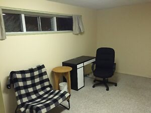 Share 2 bed furnished suite in Charleswood, 12 min walk to UofC