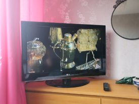 LG 32 inch television
