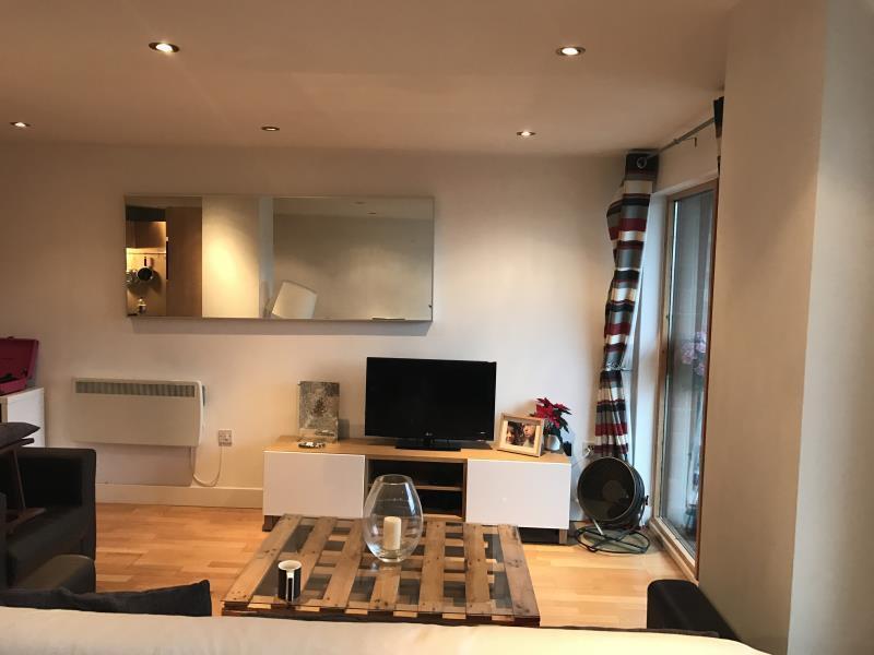 2 bedroom flat in 169 Mackenzie House