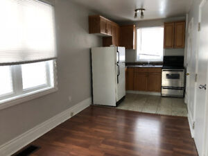 SMALL 1 BDRM APARTMENT   $750 + HYDRO   AVAIL AUG 1ST