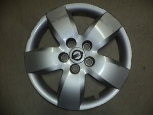 NISSAN ALTIMA 16 inch FACTORY WHEEL COVER. GOOD CONDITION.
