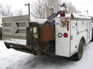 2005 Ford F - 450 parting out utility box , engine , body , etc