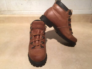 Women's Wilderness Hiking Boots Size 6.5 London Ontario image 8