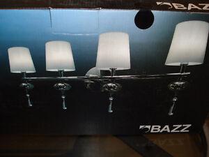 applique murale BAZZ versa a 4 lumieres vaut $120 chrome NEUVE