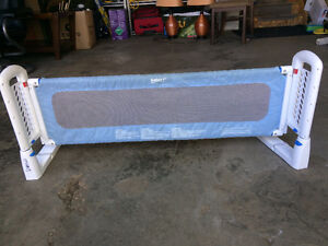 Bed gate for toddler