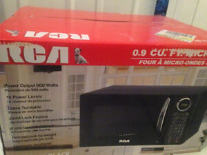 RCA Microwave NEW IN BOX