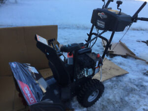 NEW  BRIGGS  AND  STRATTON  SNOW BLOWER