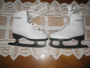 GIRLS WINNWELD SKATES SIZE 1 IN EXCELLENT CONDITION