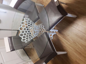 Kitchen table/chairs