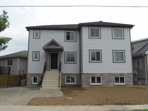 Student Apartment (4 bedrooms/2 bath) Summer rental or full year